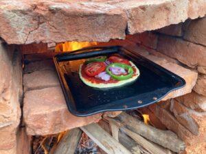 ピザ窯へピザ投入